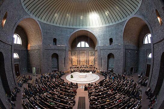 """25 Musikforum Durlach: Benefizkonzert in der Kirche St. Stephan - Die Bläserphilharmonie Durlach des Musikforums Durlach spielte im Rahmen der BNN-Hilfsaktion """"Wir helfen"""". (57 Fotos)"""