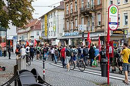 Protestaktion gegen AfD-Veranstaltung in der Durlacher Karlsburg. Foto: cg
