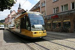Bahn in der Durlacher Pfinztalstraße. Foto: cg