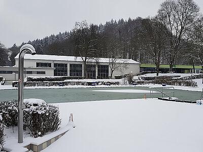 """Winteridylle im """"Wölfle"""": Private Spender retten das beliebte Familienbad in Wolfartsweier über die Corona-Zeit. Foto: pm"""