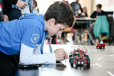 Technikbegeisterung beim Karlsruher Schul- Robotik-Cup. [FOTOSKOP] W. Sieber