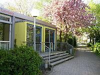 Schulgebäude - Eingang