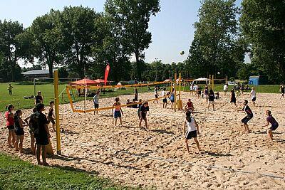 """Beachvolleyball-Anlage der Turnerschaft auf der """"Unteren Hub"""". Wann der Sport- und Freizeitpark kommt, bleibt fraglich. Foto: cg"""