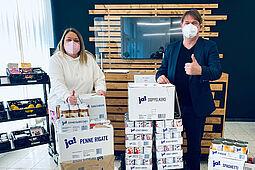 Spendenübergabe an die Durlacher Tafel durch Geschäftsführer David Hermanns. Foto: CyberForum e.V.