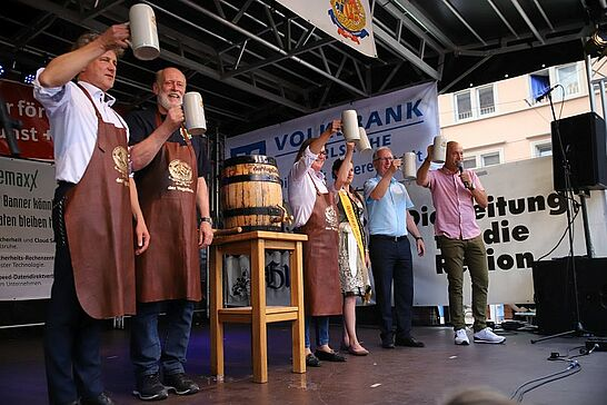 05 Durlacher Altstadtfest – Eröffnung - Das 43. Durlacher Altstadtfest wurde bei schönstem Alstadtfest-Wetter durch unseren Oberbürgermeister eröffnet. (93 Fotos/1 Video)
