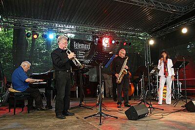 """Swinging Grooveties bei """"Klassik am Turm"""". Foto: cg"""
