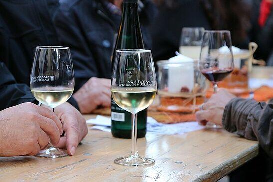 19 8. Durlacher Weinfest - Neben der Kerwe findet am dritten September-Wochenende seit ein paar Jahren auf dem Saumarkt das Durlacher Weinfest statt. (32 Fotos)