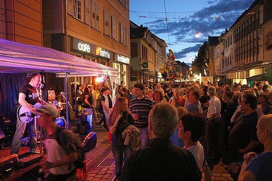 Juli - Mit dem Durlacher Altstadtfest und dem Aumer Hansafest wurde im Juli wieder viel gefeiert. Kultur gab es auf dem Turmberg und dem Saumarkt zu erleben. (11 Galerien)