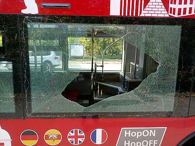 12.000 Euro Schaden sind bei dieser völlig unnötigen Aktion entstanden! Foto: pm