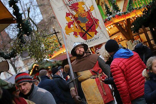 """Dezember - Das Jahr ließen wir ausklingen mir einem Besuch des Mittelalterlichen Weihnachtsmarkts und der Aktion """"Achtung Zugdurchfahrt"""". (2 Galerien)"""