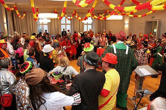 15 Rathausfastnacht - Traditionell lädt das Stadtamt Durlach im Rahmen des Durlacher Fastnachtsumzugs Gäste und Karnevalsgruppen zur Rathausfastnacht ein. (117 Fotos)