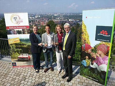 Gemeinsam soll in Karlsruhe der Wein zum Erlebnis werden. Fotos: cg