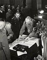 Unterzeichnung der Eingemeindungsvereinbarung durch den Karlsruher Oberbürgermeister Friedrich Jäger am 1. April 1938. Bildrecht: Stadtarchiv Karlsruhe