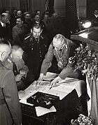 Unterzeichnung des Eingemeindungsvertrages, 1938. Bildrecht: Stadtarchiv Karlsruhe