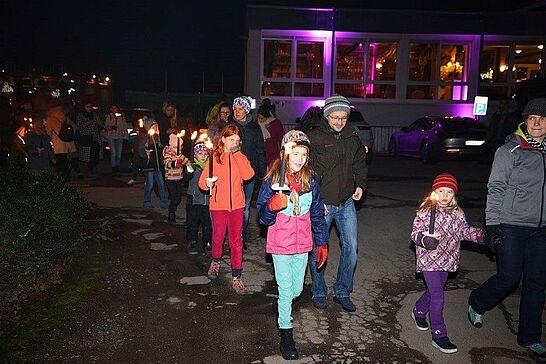 01 Jugend-Weihnachtsfeier der SpVgg Durlach-Aue - Es ist schon Tradition, dass die SpVgg Durlach-Aue ihre Jugend-Weihnachtsfeier für die Kleinsten im Oberwald durchführt. (12 Fotos)