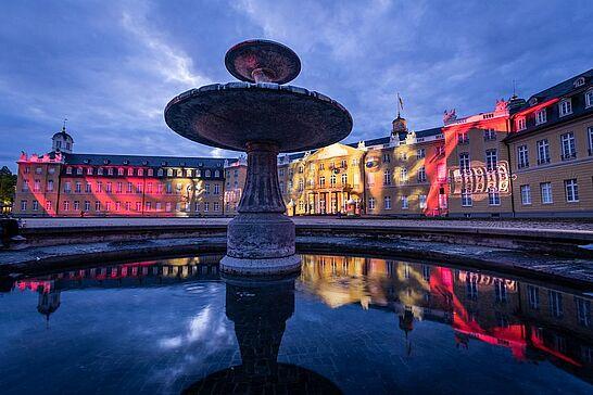 18 | SCHLOSSLICHTSPIELE Light Festival Karlsruhe - Nach einem Jahr im virtuellen Raum sind die SCHLOSSLICHTSPIELE wieder auf die Fassade des Karlsruher Schlosses zurückgekehrt. (17 Fotos)