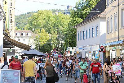 Die Durlacher Altstadt wird am Verkaufsoffenen Sonntag zur Flaniermeile auf Abstand. Foto: cg