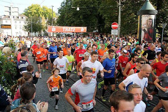 04 Turmberglauf: 10-km-Volkslauf - Der Turmberglauf ist ein flacher, schneller Stadtlauf mit einem kleinen Ausflug ins Grüne - 2014 zum 22. Mal. (231 Fotos)