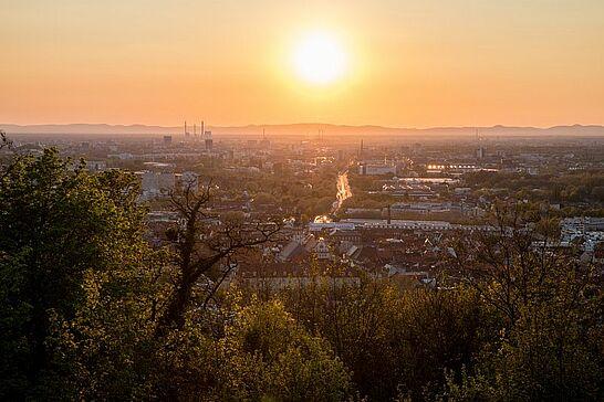 19 Sonnenuntergang auf dem Turmberg - Sonnenuntergang auf dem Durlacher Hausberg am Karfreitag. (16 Fotos)