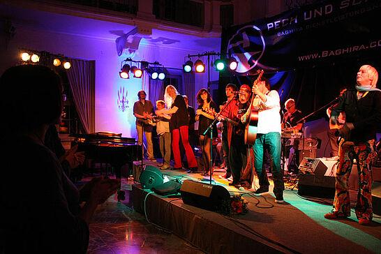 """15 Lauter Leise Töne - Die Charity Gala der Humanitären Botschaft in der Karlsburg. Dieses Jahr zugunsten des Projekts """"Leinen los"""" - Integratives Segeln für Menschen mit und ohne Handicap. (80 Fotos)"""