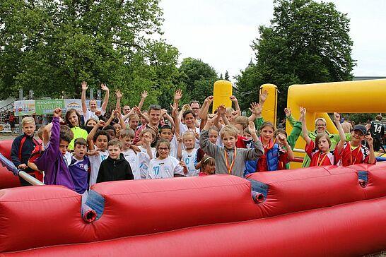 01 Menschen-Kicker-Turnier: Kids-Cup - Das Turnier von Durlacher.de startete zum 10-jährigen Jubiläum des Portals erneut mit dem Kids-Cup. (91 Fotos)