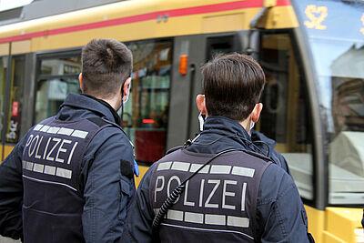 Heutige Schwerpunktkontrollen in der Karlsruher Innenstadt. Foto: Nicolas Lutterbach/KVV