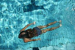 Schwimmen lernen im Wölfle unter freiem Himmel. Foto: pm