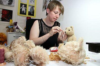 Stefanie Bohn kümmert sich behutsam um die Patienten. Foto: cg