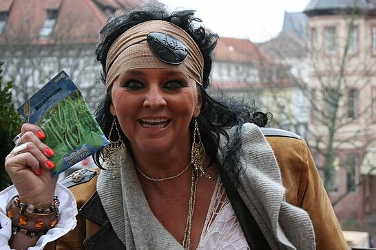 22 Fastnachtsumzug (davor) - Als Besuchermagnet für die Markgrafenstadt zieht der Durlacher Fastnachtsumzug jedes Jahr am Fastnachtssonntag durch die Durlacher und Auer Straßen. (17 Fotos)