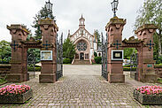 Bergfriedhof Durlach: Kapelle und Eingangsportal. Foto: cg