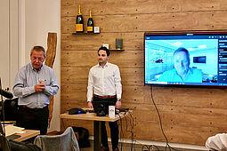 """KA-PF-Sprecher Gerhard Kessler (l.) mit den Referenten Dennis Hechler (r.) und Wilfried Rausch (Video) von """"MR Compact"""". Fotos: cg"""