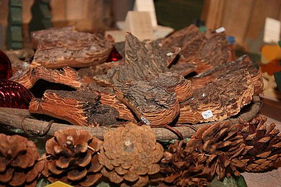 27 Weihnachtsmarkt der Hobbykünstler - Fast 40 Künstler und Hobbykünstler bieten in wöchentlichem Wechsel eine breite Palette von weihnachtlichen Geschenkartikeln an. (22 Fotos)