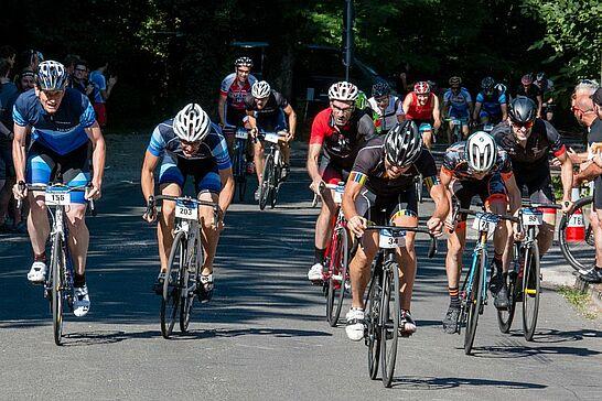 30.06.2018 | 17. Turmbergrennen - Erneut wurde die Straße auf den Durlacher Hausberg zur Rennstrecke für Rad- und erstmals auch für Laufsportler. (95 Fotos)