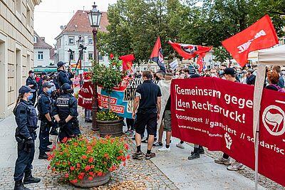 Protestaktion am Donnerstagabend vor der Karlsburg. Foto: cg
