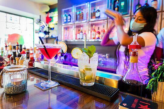 """03 #DuFürDurlach: Cocktail Bar """"El Habanero"""" neu in Durlach - Mit feinen Cocktails und Snacks bei kubanischen Rhythmen legte das Team des """"El Habanero"""" und seine Gäste einen entspannten Eröffnungsstart hin. (1 Video/11 Fotos)"""