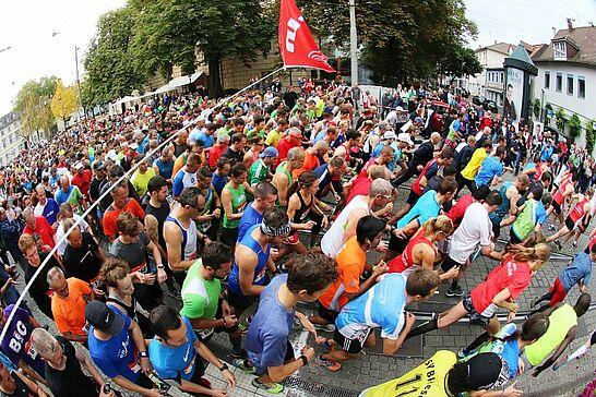 30 25. Durlacher Turmberglauf: 10-km-Volkslauf - Der Turmberglauf ist ein flacher, schneller Stadtlauf mit einem kleinen Ausflug ins Grüne - 2017 zum 25. Mal. (97 Fotos)