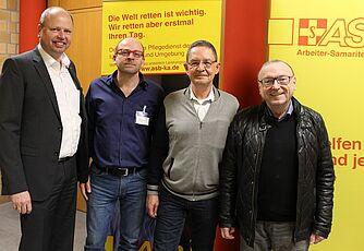 Für den ASB stehen, v.l., Lars-Ejnar Sterley, Geschäftsführer, und Christoph Nießner, Vorsitzender. Roger Hamann vertritt die Bürgergemeinschaft Durlach und Aue 1892 e.V., daneben sein Vorgänger im Amt Christian Sturm.