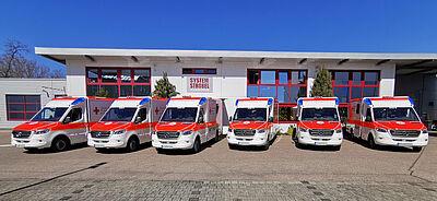 Die sechs neuen Rettungswagen des DRK-Kreisverbands. Foto: pm