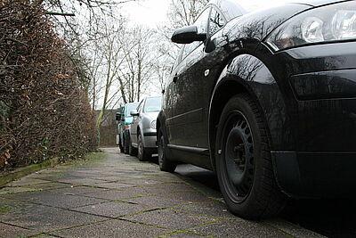 Gehwegparken wird nicht mehr toleriert. Foto: cg