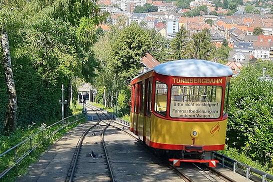 """21 Fahrt mit der Turmbergbahn - Nachdem wir unseren Hausberg zu Fuß """"erklommen"""" hatten, ging es der Turmbergbahn wieder talwärts zurück. (1 Video)"""
