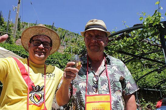 Juni - Durlacher.de begleitete die 3. Weinwanderung, schaute beim Basler-Tor-Fest vorbei und führte wieder gemeinsam mit dem Wochenblatt eine Mess'-Backstage-Tour durch. (3 Galerien)