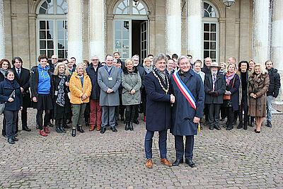 Gemeinderäte aus Karlsruhe und Nancy trafen sich in der lothringischen Partnerstadt. Vorne (v.l.) zu sehen sind die Oberbürgermeister Dr. Frank Mentrup (Karlsruhe) und Laurent Hénart (Nancy). Foto: Rüdiger Homberg