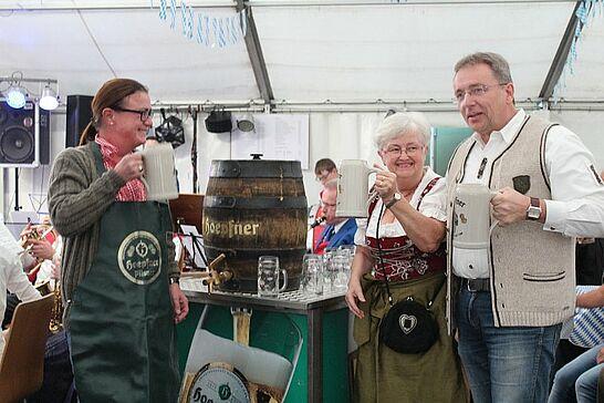 26 8. Auemer Oktoberfest - Am 26. und 27. September 2015 ging es mit dem Musikverein Durlach-Aue beim 8. Auemer Oktoberfest auf dem Hansaplatz zünftig zu. (67 Fotos)