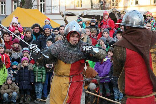15 Saubraterei & Badische Schwertspieler - Am dritten Adventswochenende ging es auf dem Mittelalterlichen Weihnachtsmarkt wieder rustikal zu. (50 Fotos)
