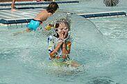 Wölfle will Kinder früh für sicheres Schwimmen gewinnen. Foto: pm