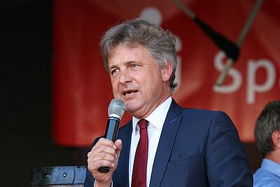 OB Frank Mentrup bei der Eröffnung des Durlacher Altstadtfestes (2018). Mit Unterstützung der Grünen strebt er eine zweite Amtszeit an. Foto: cg