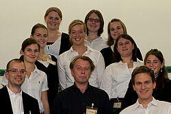 Einfach ein tolles Team: Oliver Mächtlinger, Carsten de la Porte, Michael Finzenhagen und die Handball-Damen der Turnerschaft Durlach