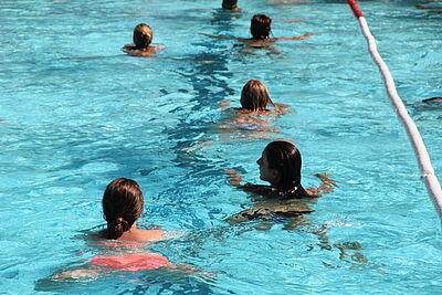 Schwimmer und Spender gesucht. Foto: pm