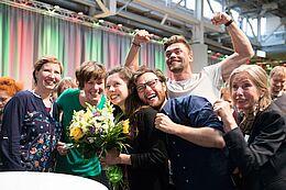 Erleichterung und pure Freude bei den Karlsruher Grünen im Moment der Ergebnis-Bekanntgabe. Foto: cg