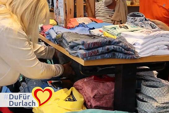 04 Durlach blüht auf! – Verkaufsoffener Sonntag - Wasserfeste Kleidung oder das richtige Timing musste man für den Verkaufsoffenen Sonntag in Durlach haben. (1 Video)